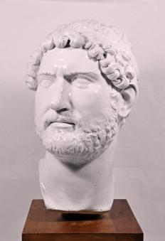 Testa virile raffigurante l'imperatore Adriano
