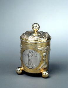 Coppa con coperchio in argento dorato